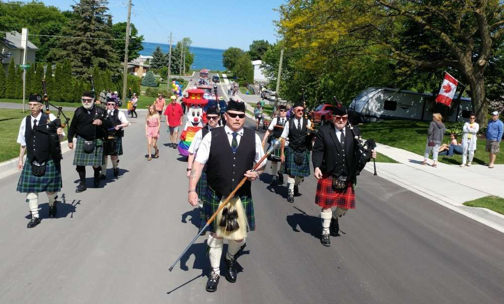 Kincardine Scottish Pipe Band & Blinky by Fort